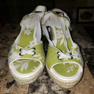 Ladies strap ups lime green & white sz 9